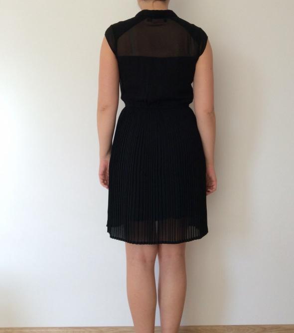 Sukienka plisowana Reserved