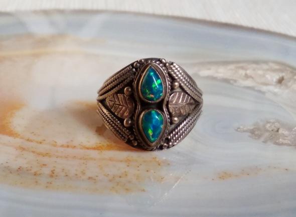 Srebrny pierścionek naturalne opale australijskie