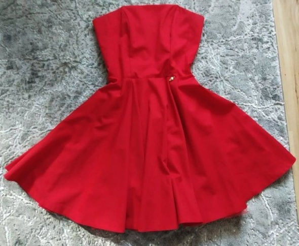 Czerwona rozkloszowana sukienka S