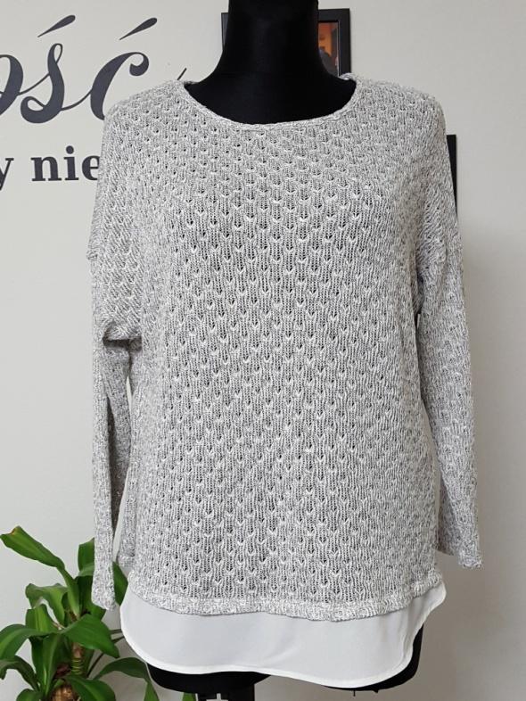 popielaty swetr z szyfonem Atmosphere