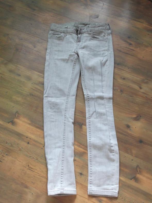 Spodnie rozmiar 140