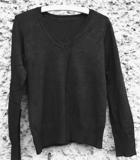 Czarny pulower