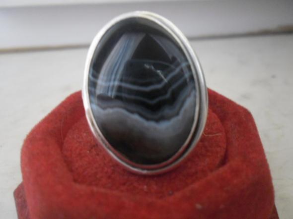 Srebrny artystyczny pierścionek z onyksem pasiastym cz kompl