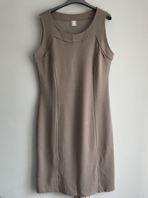 Sukienka beżowa dopasowana klasyczna przeszycia L...