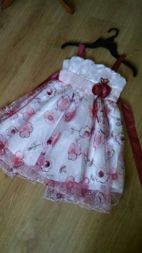 522d31dc83 Haftowana biała sukienka 134 w Sukienki i spódniczki - Szafa.pl