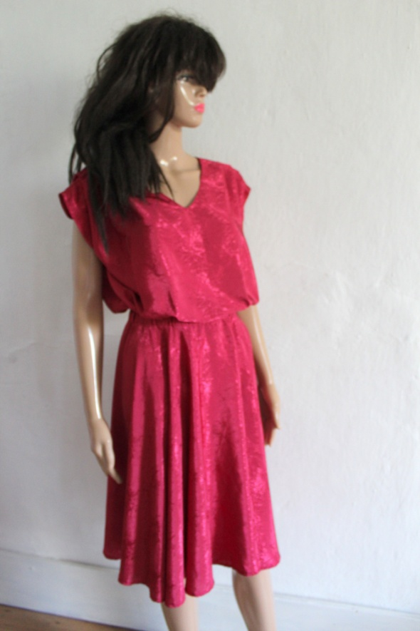 Rozkloszowana sukienka midi r ML...