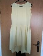Pastelowo żółta sukieneczka