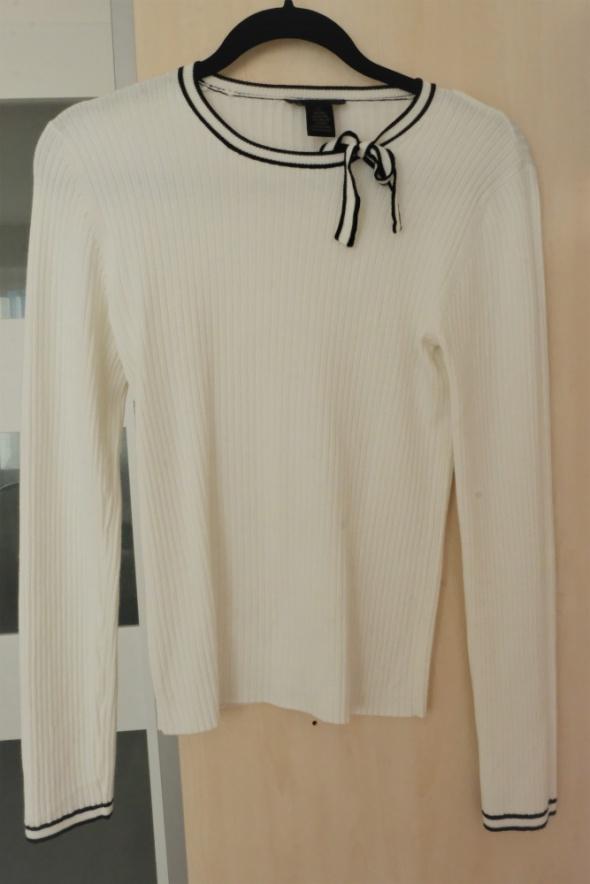 biała bluzka w prążki S