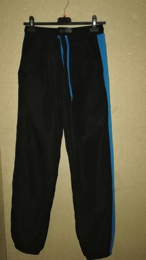 Czarne męskie spodnie sportowe ściągacze 38 M