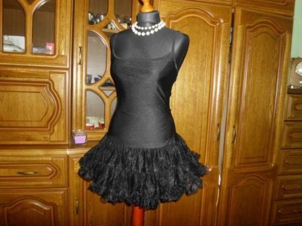 Czarna efektowna sukienka tiul S