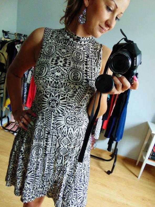 Rozkloszowana sukienka azteckie wzory M L