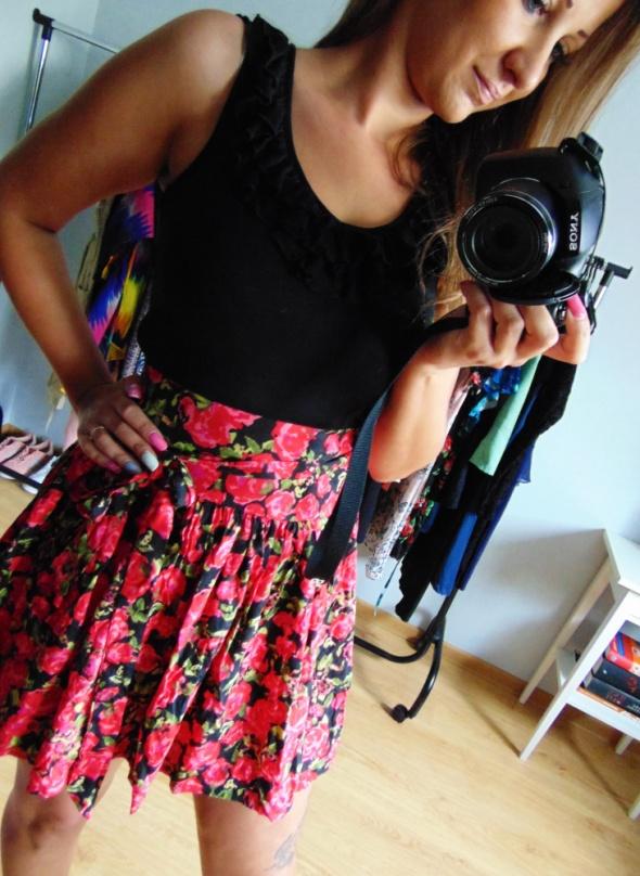 Rozkloszowana sukienka New Look 36 S kwiaty