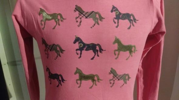 bluzka 128 różowa z końmi firma Yigga...