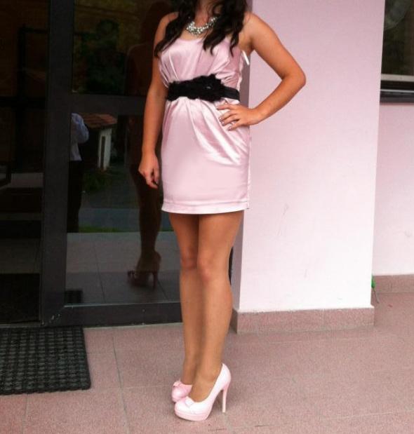 sukienka pudrowy róż M 38