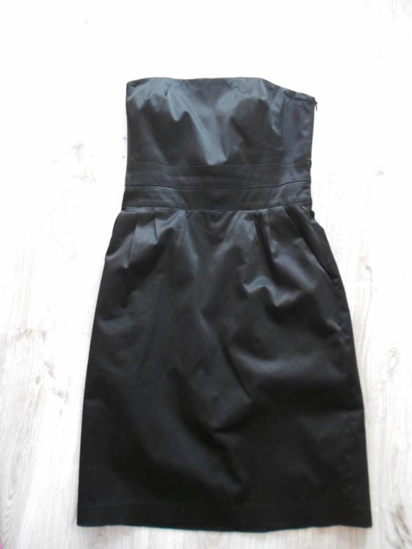 Czarna sukienka bez szelek Mohito