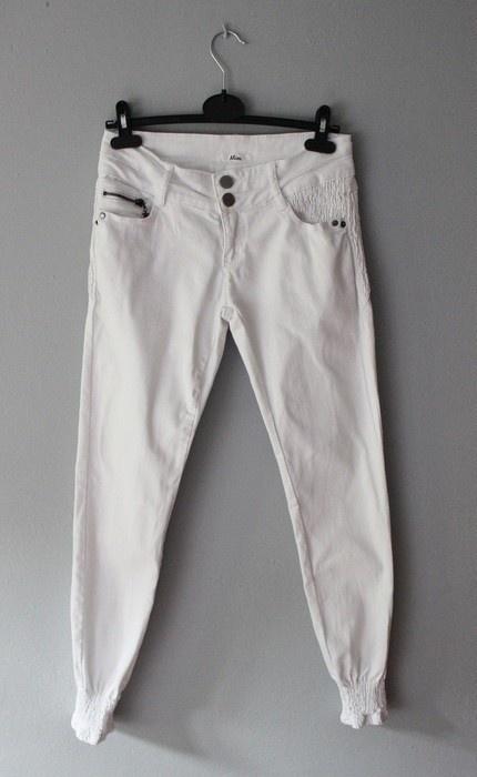 Białe dopasowane spodnie Mim