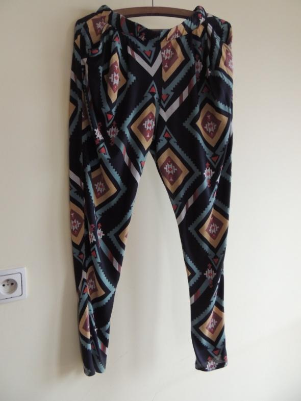 bawełniane spodnie w azteckie wzory...
