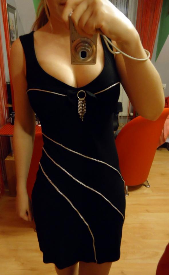 Czarna sexy sukienka srebrne elementy xs dekolt