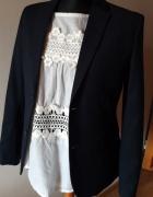 Marynarka z haftowaną bluzką