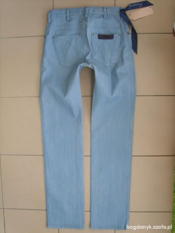 Wrangler BLUE BELLA EMMA rurki W28 L34 pas 74cm...