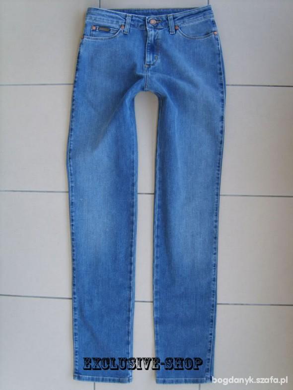 Wrangler TINA niebieskie rurki W28 L34 pas 72 cm
