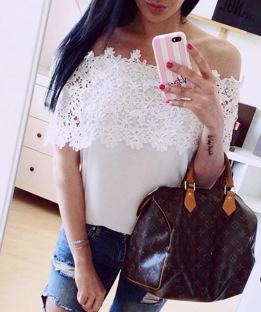Delikatna bluzeczka w kwiatuszki biała prześliczna