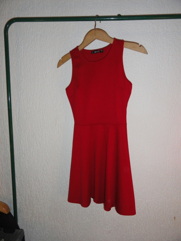 Czerwona sukienka rozkloszowana New Yorker...