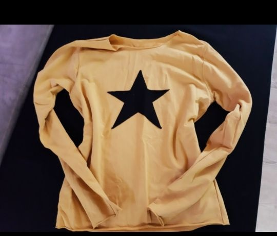 Musztardowa miodowa bluza z gwiazda
