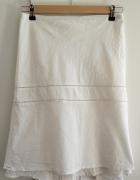 Letnia biała spódnica