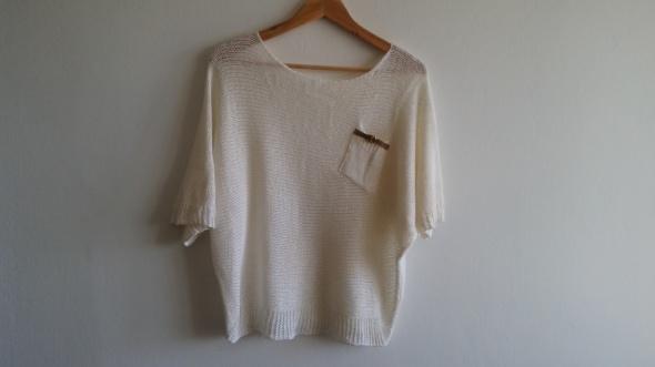 Kremowy sweterek nietoperz