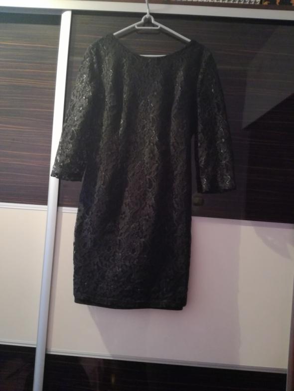 Koronkowa sukienka z dekoltem V na plecach M L