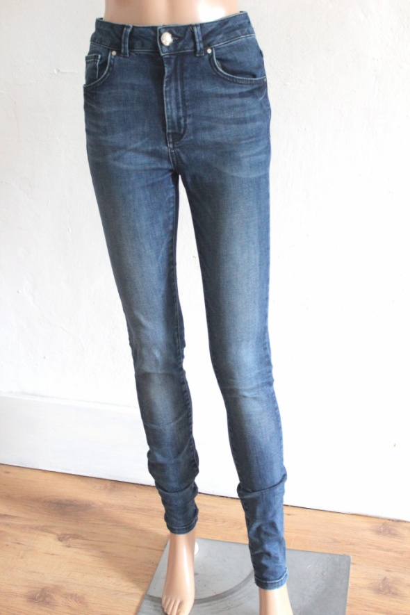 Jeansowe spodnie rurki wysoki stan r około S...