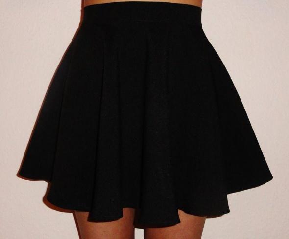 Czarna rozkloszowana spódniczka spódnica z koła xs s