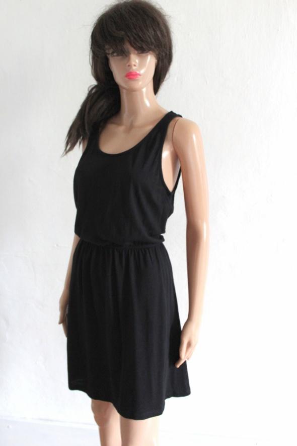 Czarna sukienka na ramiączkach r około M...