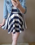 Rozkloszowana sukienka w paski na lato