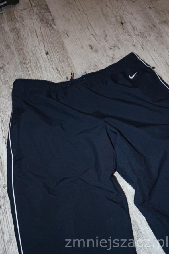 Spodnie dresowe dresy Nike okazja tanio