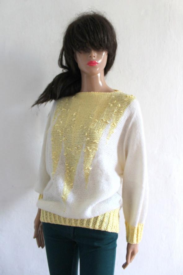 Biało żółty sweterek nietoperz r około M L...