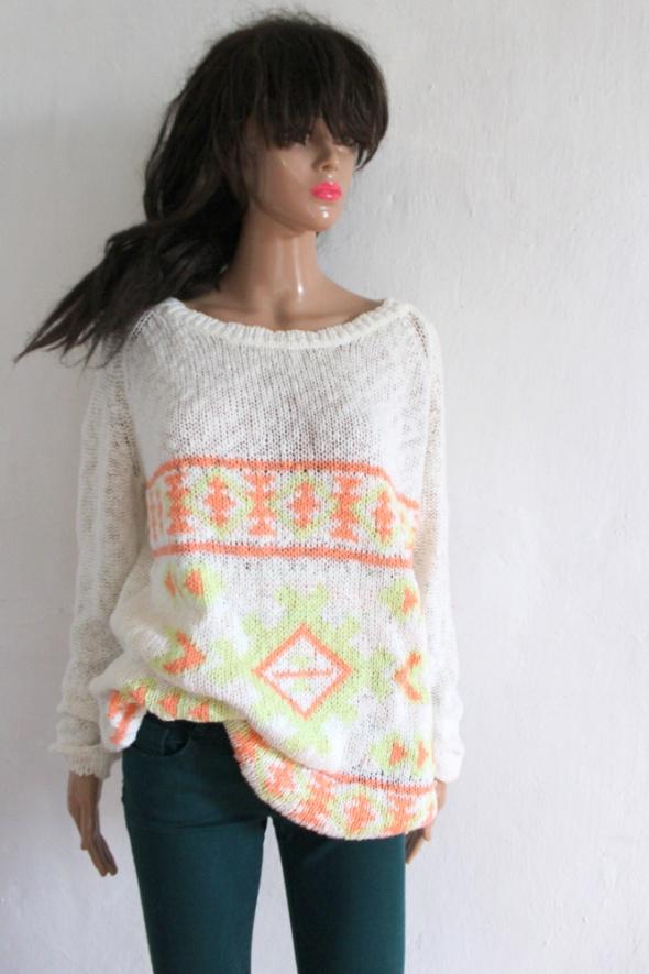 Biały sweterek we wzory r M...