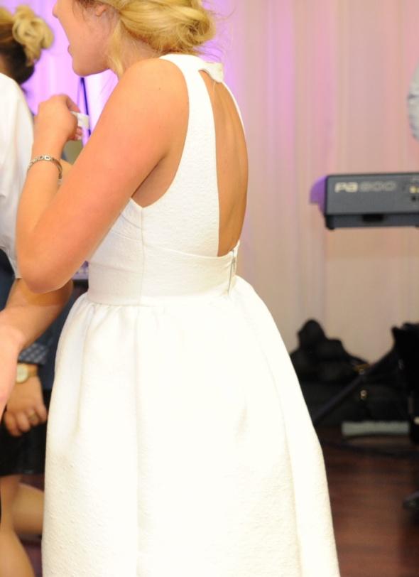 Biała sukienka zara