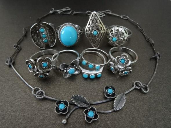 Drobne pierścionki z turkusami...