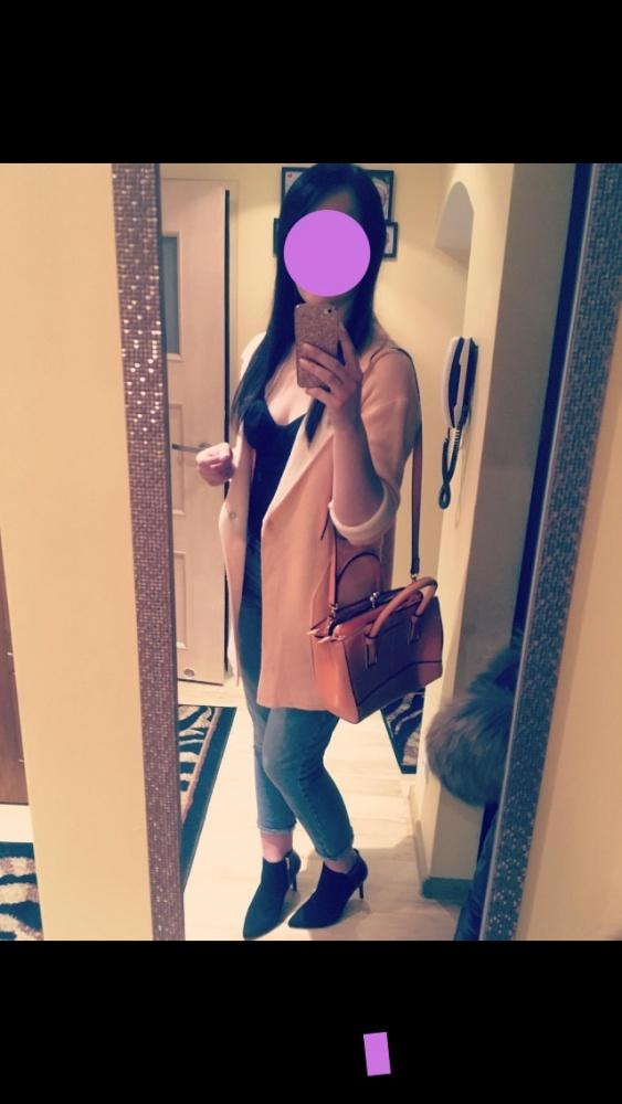 Pastelowy dluzszy sweterek z wywijanymi rękawami