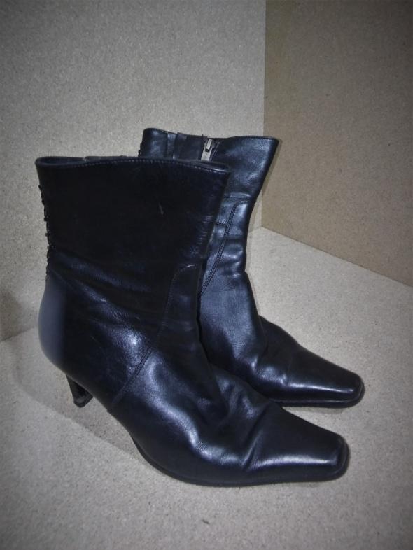 Czarne botki na obcasie Ryłko 38