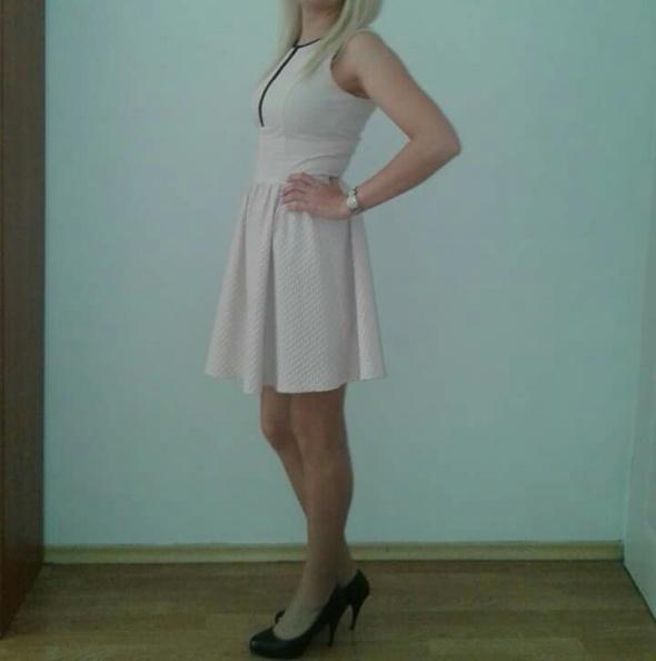Sliczna sukienka Mohito