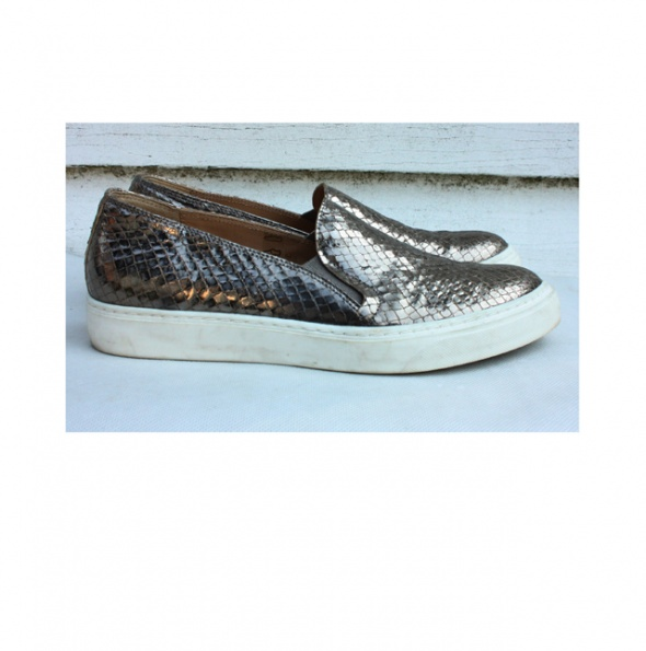Złote sneakersy Madeleine