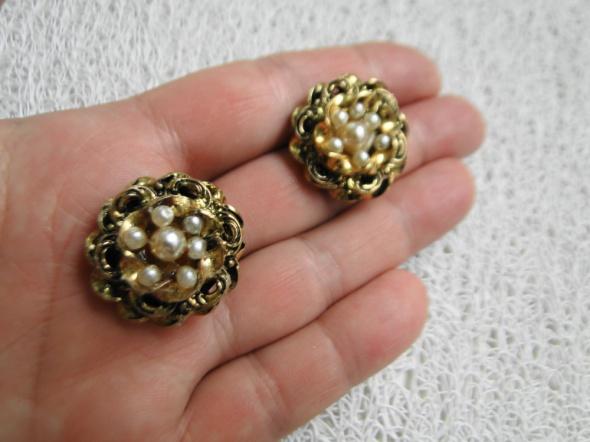 Metaloplastyka Stare klipsy z perełkami kolor strego złota