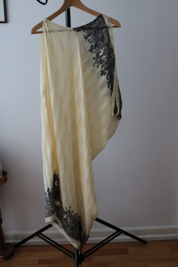 Letnia asymetryczna tunika uszyta z sari
