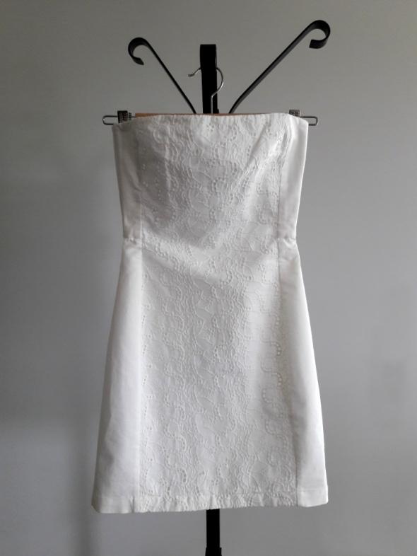 Biała sukienka bodycon bandage