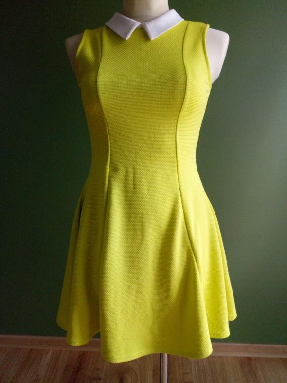 Sukienka limonkowa z kołnierzykiem 38
