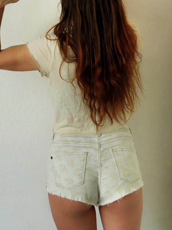 Spodenki Różyczki na postarzanym dżinsie