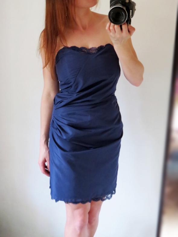 Sukienka z koronką odpinane ramiączka marszczona